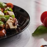 tomato-and-mozzarella-salad-1002839
